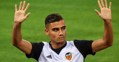 Manchester United's Andreas Pereira keen to stay on at Valencia